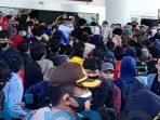 Mahasiswa Kutim Adakan Aksi Unjuk Rasa, Menolak Omnibus Law di Gedung DPRD